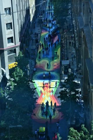 Paseo Bandera: Colores que impactan positivamente en Santiago