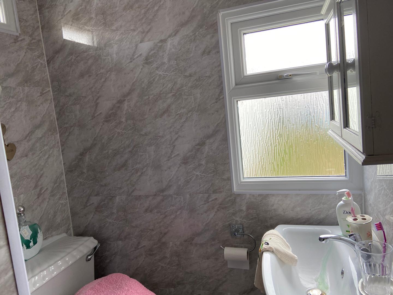 Toilet/Shower