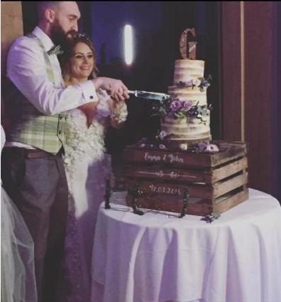 Unique wooden cake holder