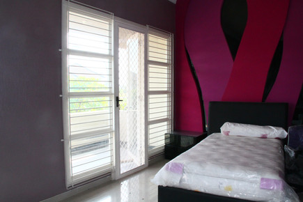 Rumah di Araya, Surabaya. PRIMO Pintu Ex