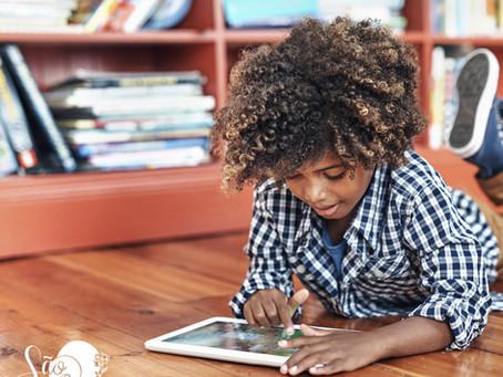 Crianças passam, pelo menos, 50% do tempo nas telas durante quarentena, sugere estudo