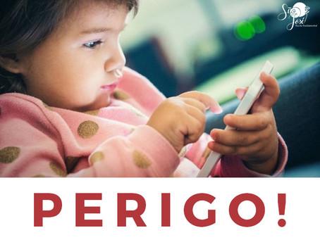 Usar um telefone celular para acalmar uma criança impede que ela aprenda a acalmar a si mesma