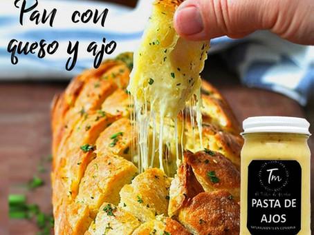 Pan Artesano con mantequilla de ajo y relleno de queso