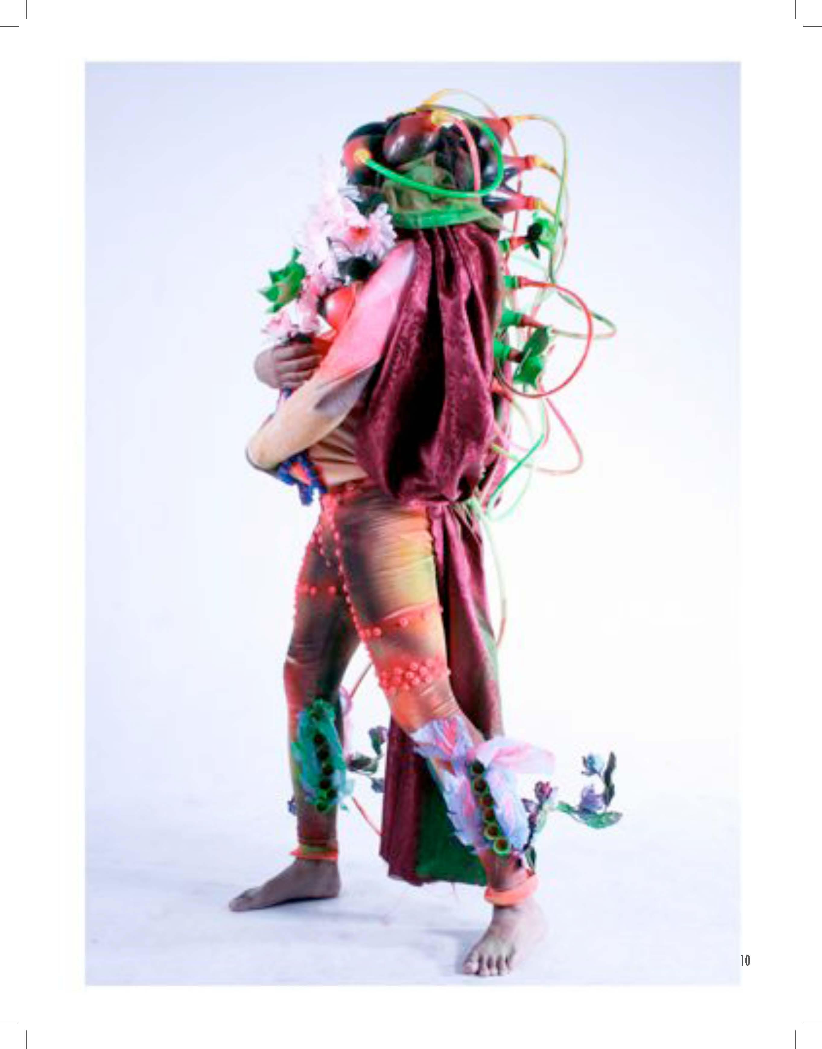 2010 PDF catalogo vestuarios escultoricos_Página_11.jpg