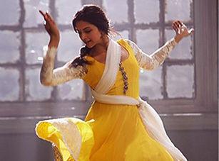 Bollywood-Style-Deepika-Padukone-Georget