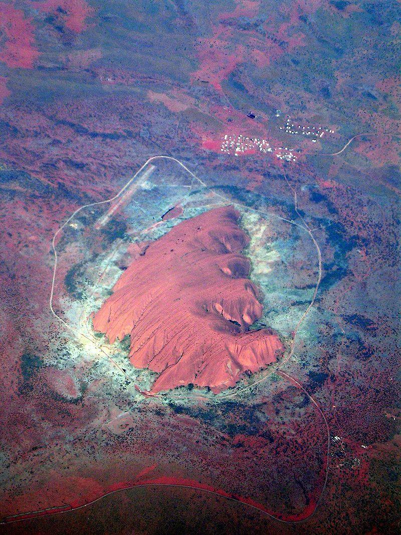 Monte Uluru. Foto de Archivo.
