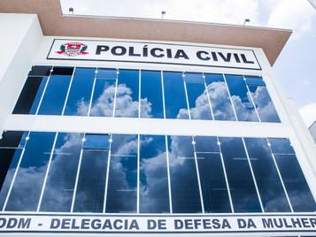 Homem é detido suspeito de ejacular em menina de 13 anos em ônibus em São José dos Campos