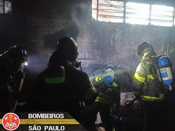 Incêndio atinge comércio no bairro Bela Vista em São José dos Campos