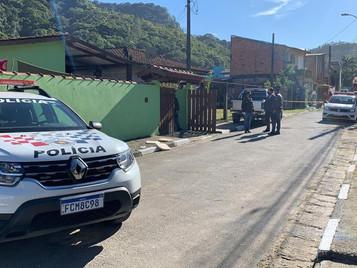 Mulher é morta a tiros pelo companheiro que cometeu suicídio após o crime em Caraguatatuba