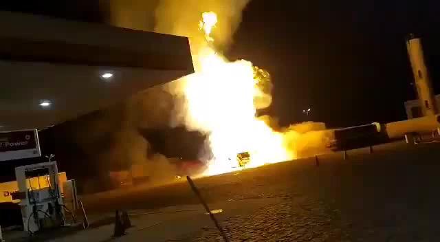 VÍDEO: Explosão de caminhão em posto de combustíveis em Rio Claro/SP deixa um morto e feridos
