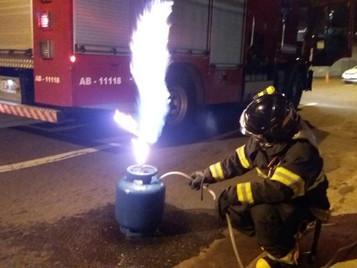 Vazamento de Botijão de Gás provoca incêndio em residência no Jd. Paulista em São José