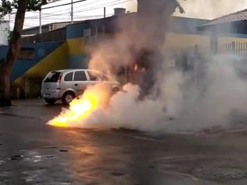 Cabo de rede elétrica estoura e deixa moradores sem energia no Jd. Motorama em São José dos Campos
