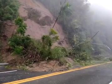 Rodovia dos Tamoios registra quedas de barreiras e segue interditada no trecho de serra