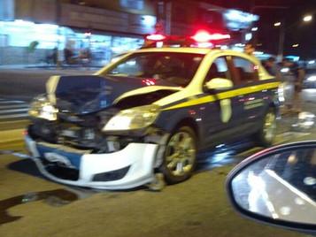 Carro da Guarda Civil deixa três pessoas feridas em acidente em São José dos Campos