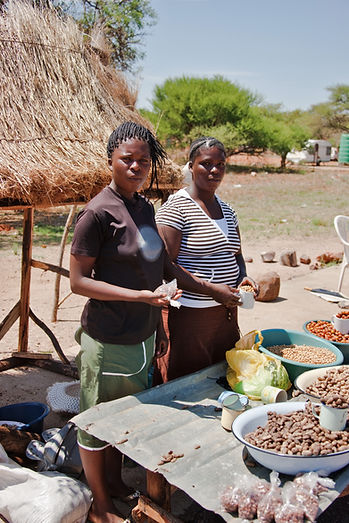 African women selling crop at the market