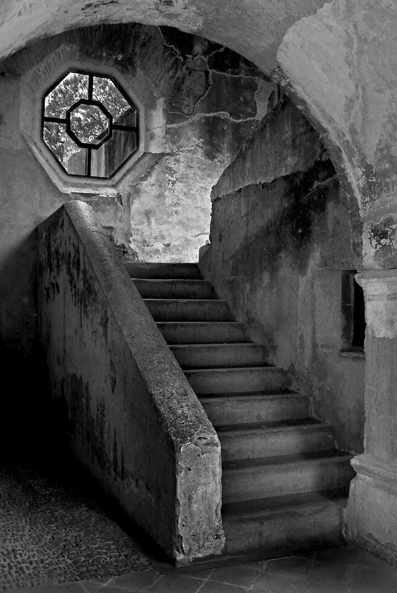 MONO - Stairway by Leonard Ferguson (9 marks)