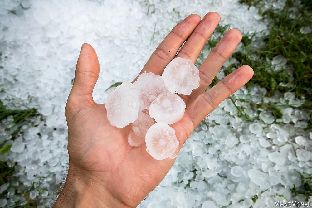 Az események után 1 órával néhol még lehetett jeget találni.