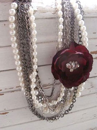 ROMANTIC RED ROSE NECKLACE