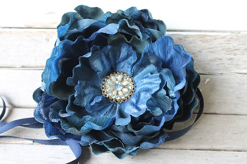 VINTAGE RHINESTONE FLOWER BELT IN DEEP BLUE