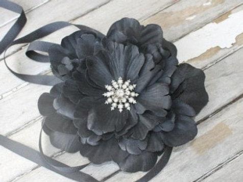 VINTAGE RHINESTONE FLOWER BELT IN BLACK