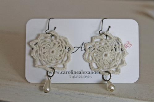 Vintage off-white lace earrings with pearl drops