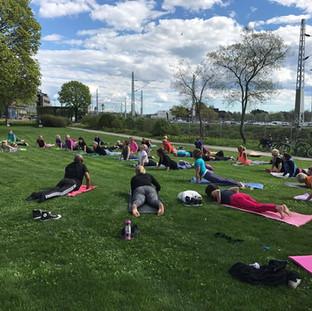 Yoga i Strandgataparken