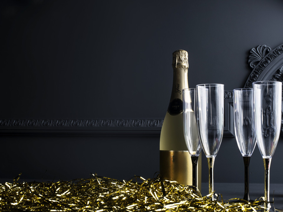 chilled-champagne-with-shining-stemware.