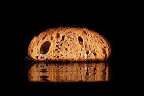pain aux olives coupé.jpg