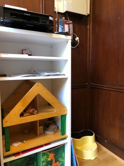Spielregal und Drucker