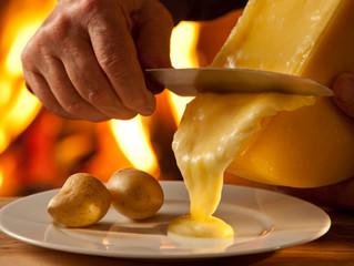 Smeltende kaas en hete aardappelen