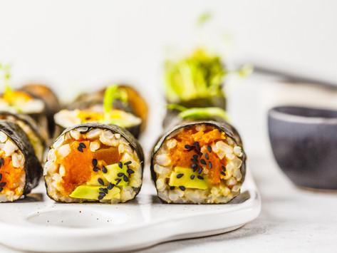 Роллы с бурым рисом, запеченной тыквой и авокадо (vegan)