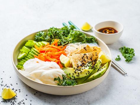 Вьетнамский бан ча с рисовой лапшой, тофу и кокосовой заправкой (vegan)