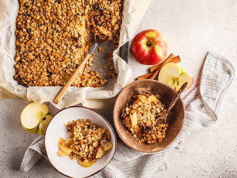 Крамбл с яблоками и финиками ( vegan)