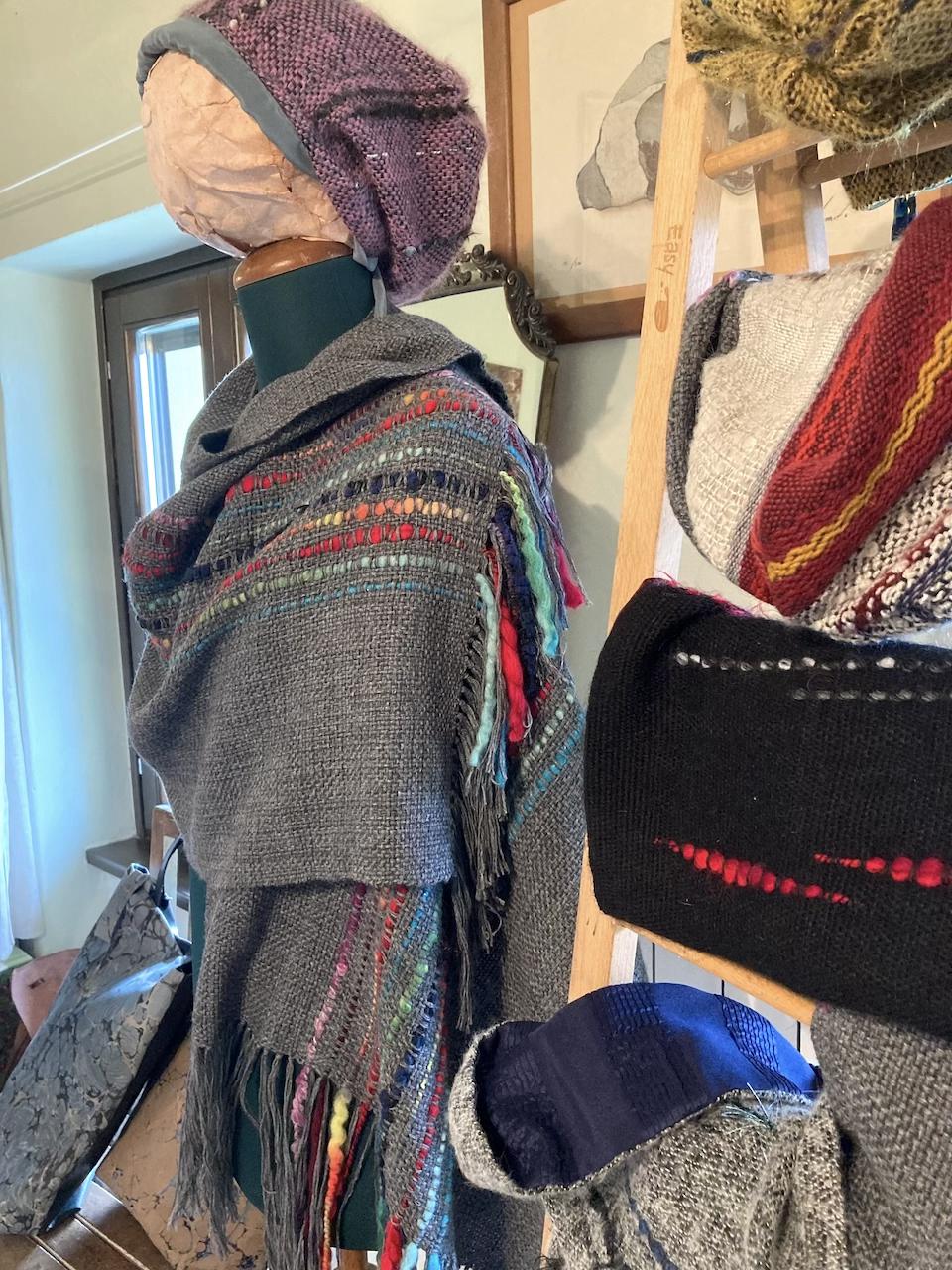 cappelli e scairpe tessuti a mano artigianato locale carso marina scrimali