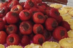 chocolate stuffed strawberries