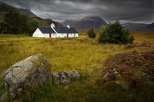 Tigh Creag Dubh, Mòinteach Raineach (Blackrock Cottage, Rannoch Moor)