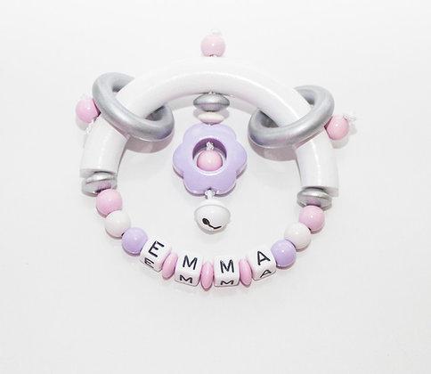 rammelaar met naam als ideale en leuke  babygeschenk of kraamcadeau. www.bimbolino.be