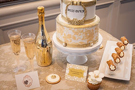 baroque vintage wedding cake white and gold