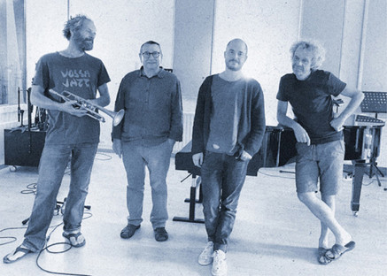 Bart Maris, Walter Ertvelt, Jonas Everaert en Yves Meersschaert in Studio Room 13