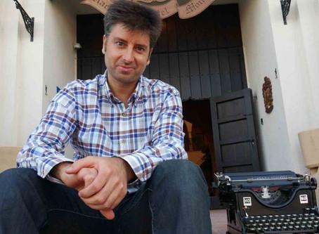Conoce al escritor. Entrevista a José Vicente Alfaro