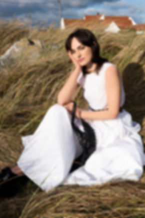 Sitting-grass-with-dress-5268.jpg