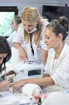 курсове по маникюр, курс по маникюр, курс маникюр, курсове по маникюр и педикюр, курс маникюр и педикюр, курсове по маникюр и ноктопластика, курсове за маникюристи, курс по медицински педикюр, курс медицински педикюр, курсове по медицински педикюр, курсове