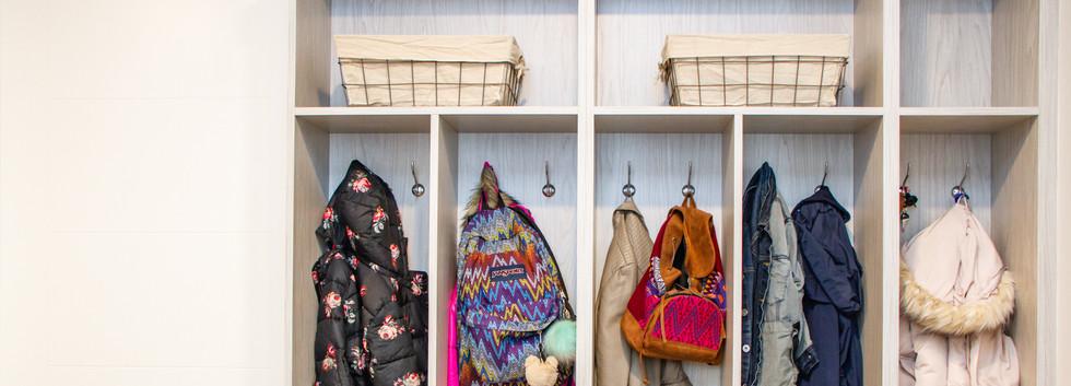clothes closet organizer