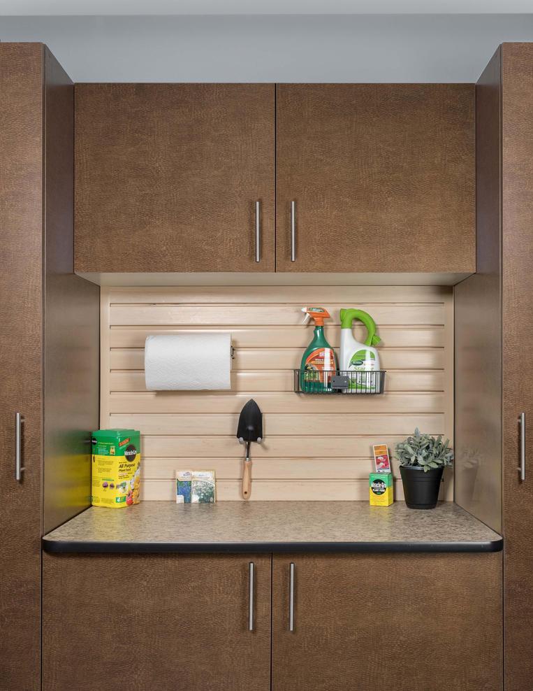 Bronze Cabinet Milano Quartz Counter Cro