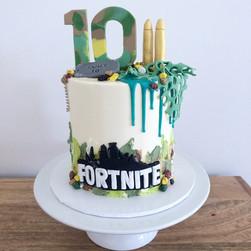 Custom Fortnite cake