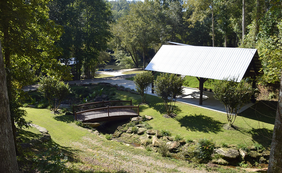 River Park Wedding Events  is situated along the banks of the Chattahoochee River in the North Georgia Mountains