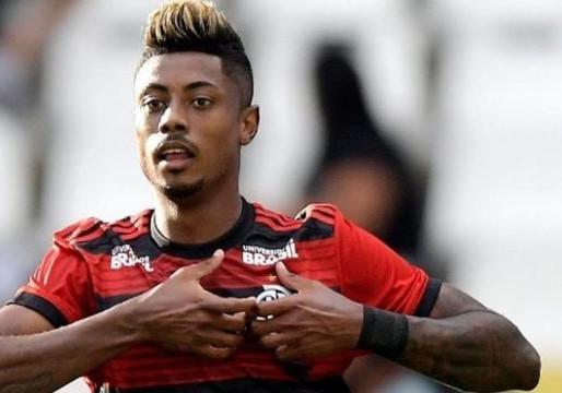 Bruno Henrique faz três gols e comanda a festa no meracanã