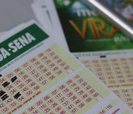 Mega-Sena acumula e pode pagar R$ 44 milhões no sábado