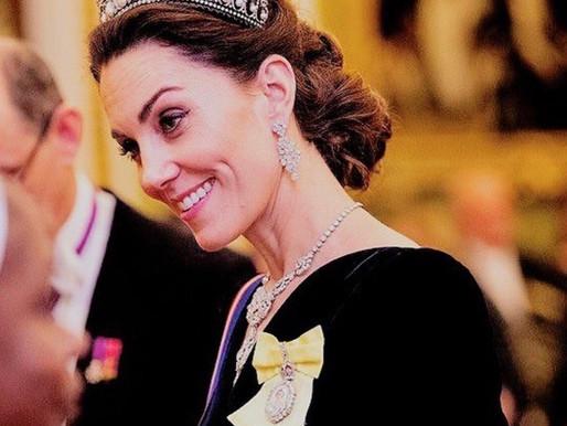 Kate Middleton estava deslumbrante em evento organizado pela rainha Elizabeth