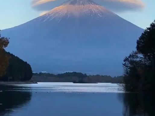 Nuvem lenticular sobre o Monte Fuji no Japão
